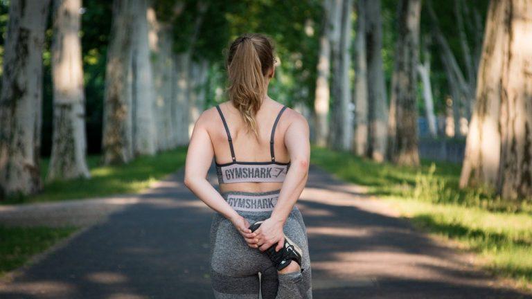 V čem cvičit? Je lepší bavlna nebo polyester?