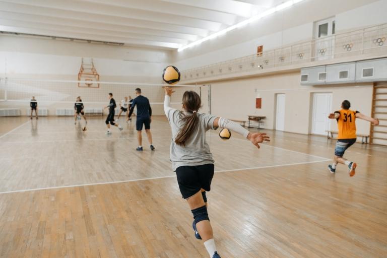 V čem vyrazit na volejbal